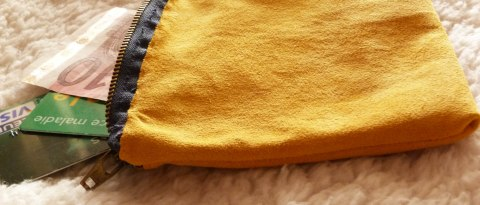 Pochette jaune zoom